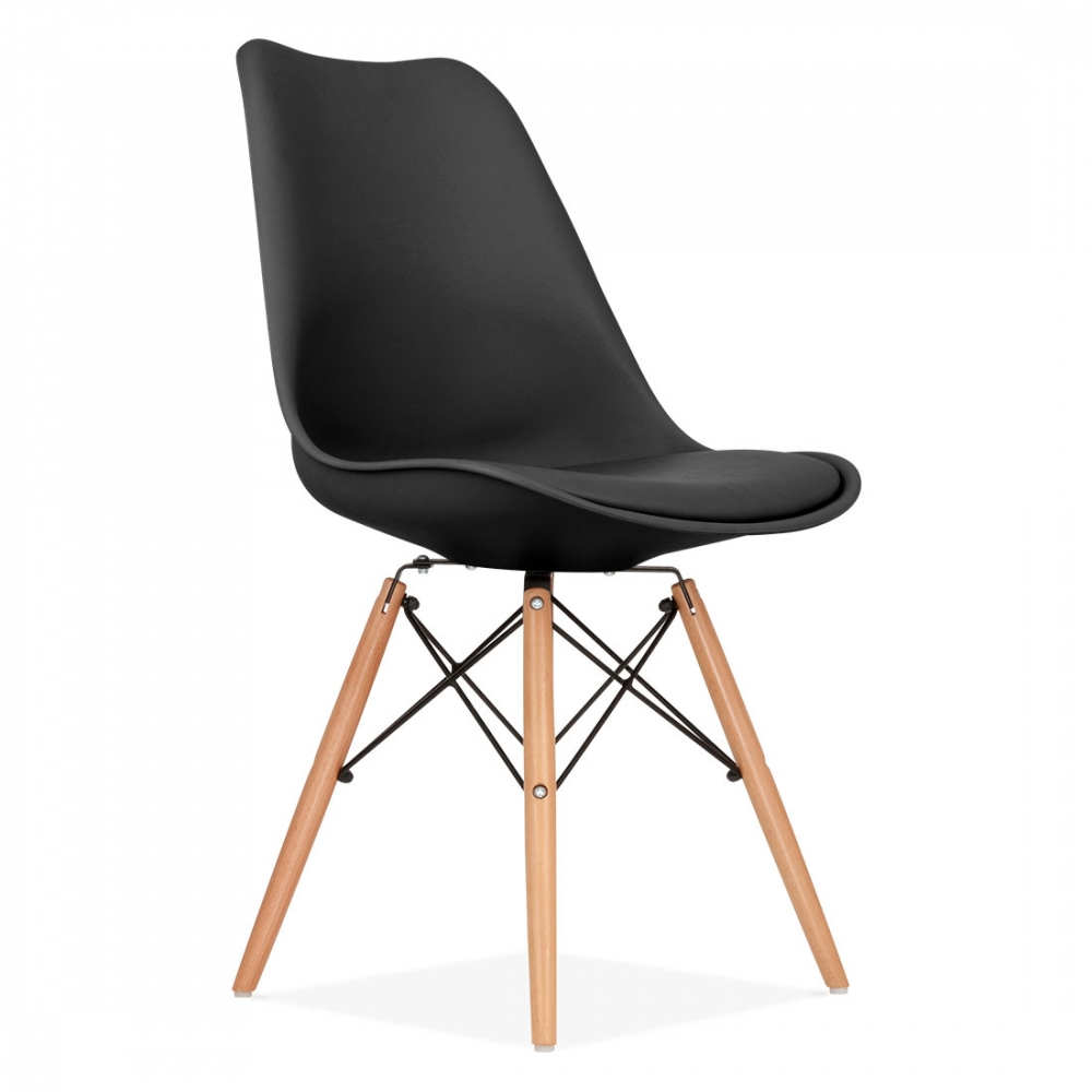 chaise eames inspired noire avec pieds en bois de style dsw cult uk. Black Bedroom Furniture Sets. Home Design Ideas