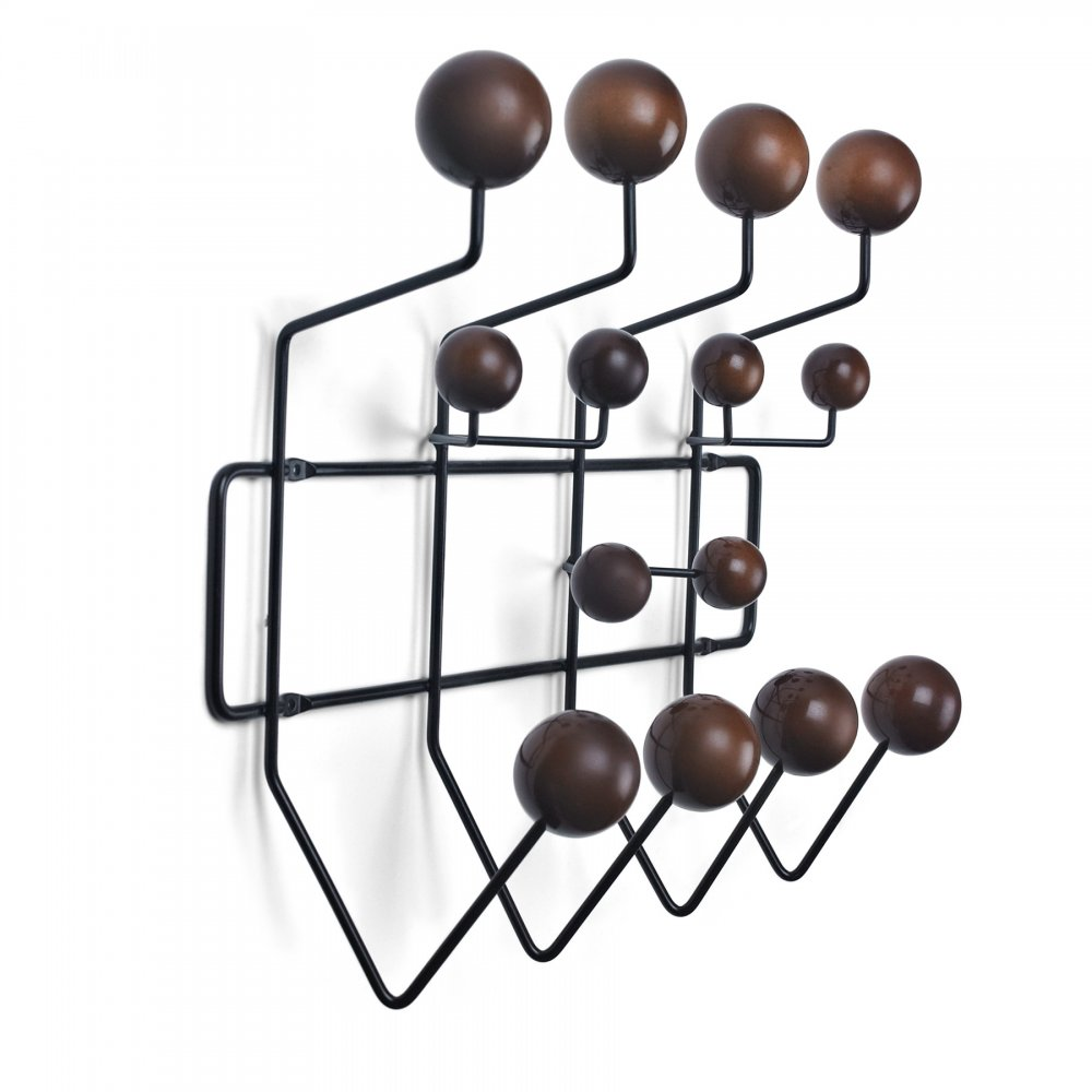 charles e eames porte manteau noire avec des boules. Black Bedroom Furniture Sets. Home Design Ideas
